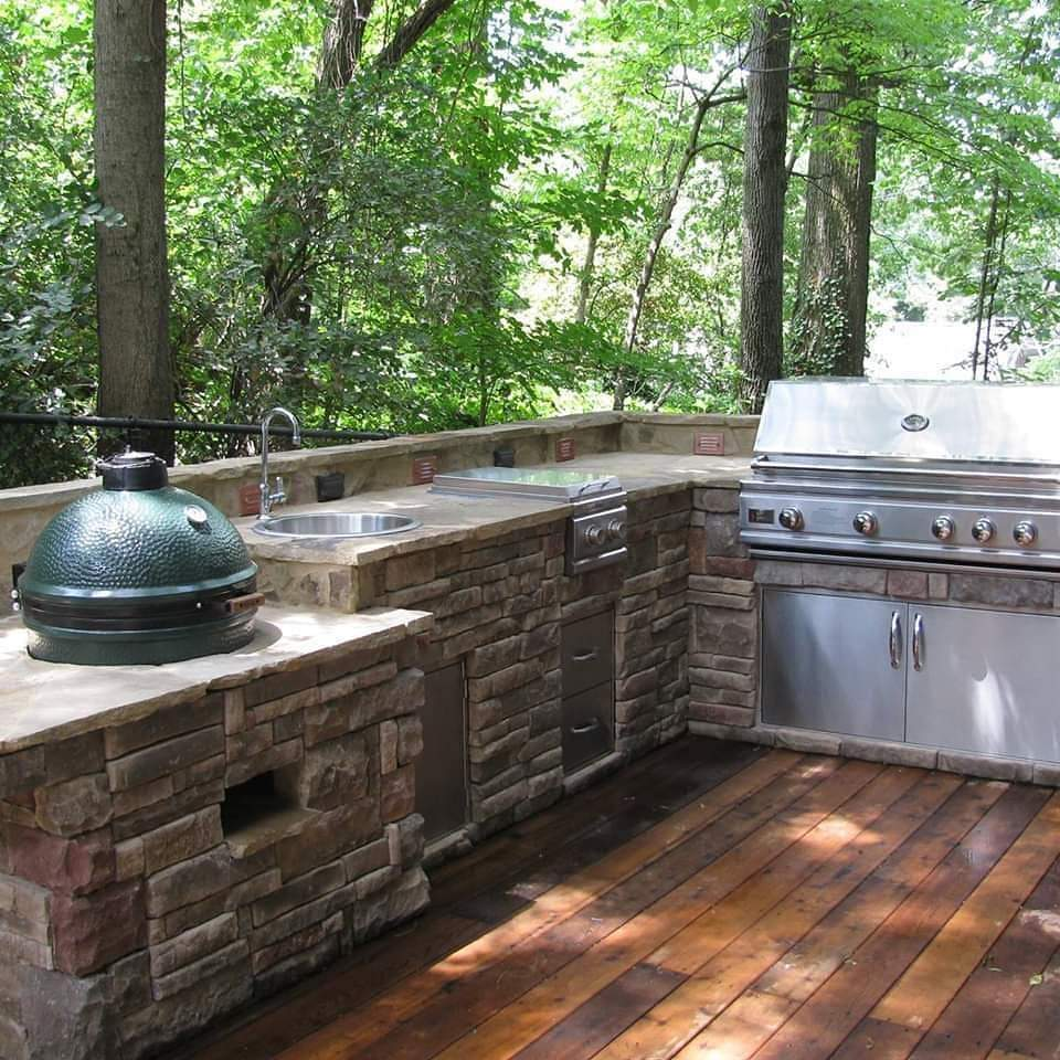 inviting-deck-cultured-stone-island-easy-outdoor-grilling-in-a-wooded-paradise