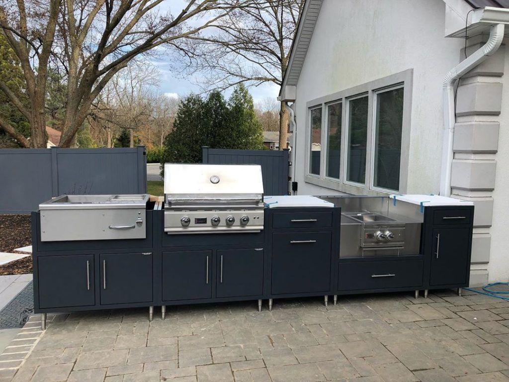 modern-and-sleek-free-standing-island-midnight-blue-versatile-outdoor-kitchen-in-suburban-new-york