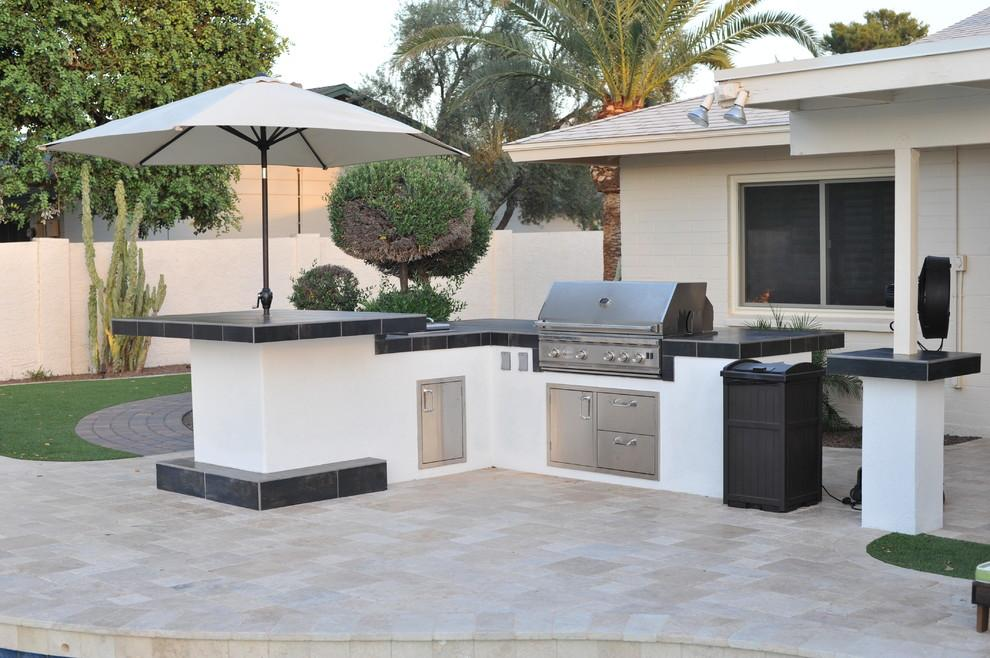 modern-black-and-white-counters-in-desert-garden