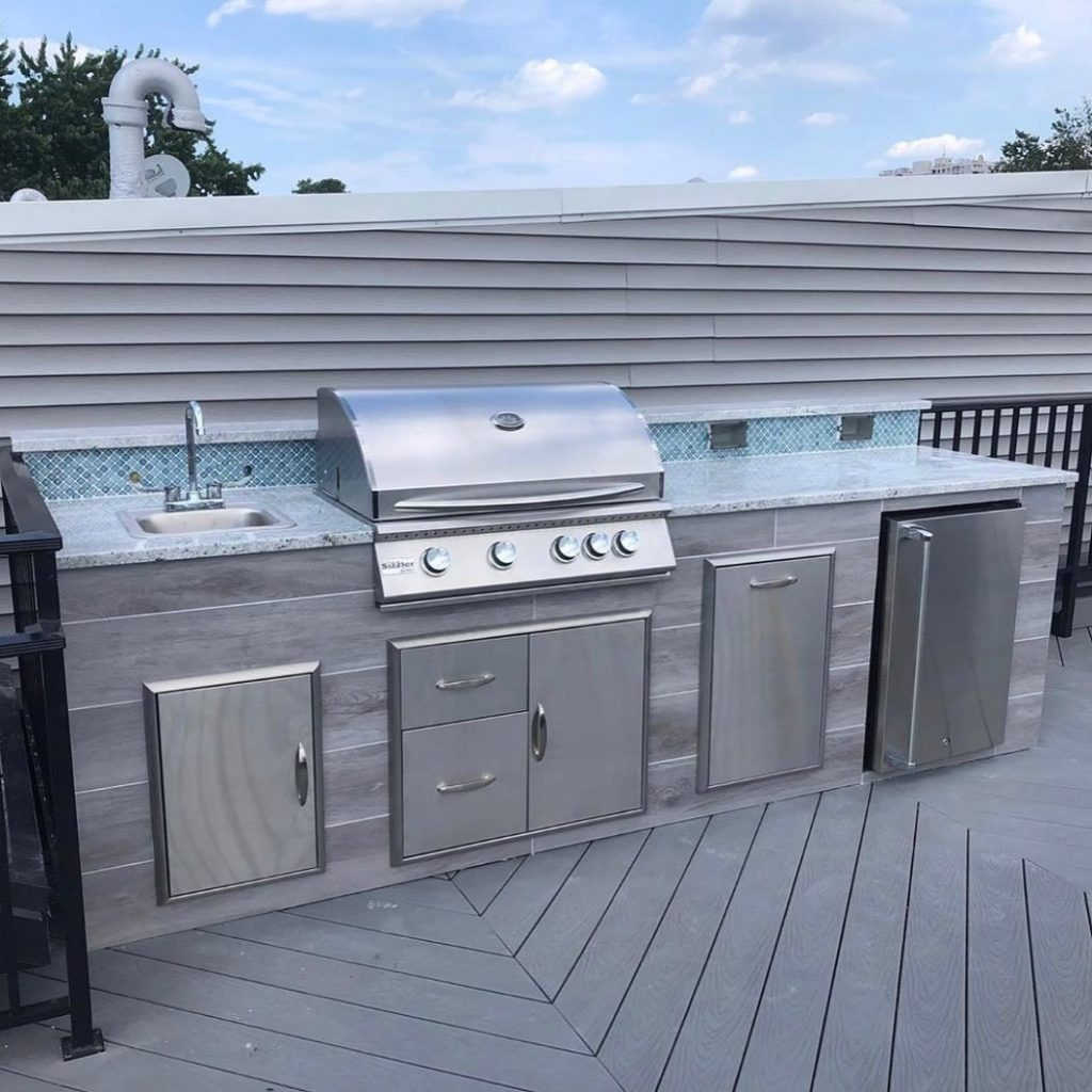 space-saving-outdoor-kitchen-mosaic-backsplash-rooftop-experience-in-jersey-city